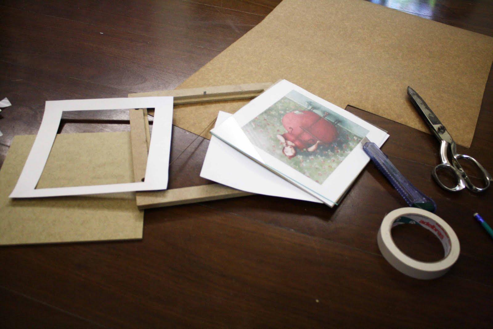 cf2bb78cb Primeiramente escolha a moldura em que será colocada a imagem desejada. Em  seguida pegue uma folha de papel cartão de pH neutro (que pode ser  encontrado na ...